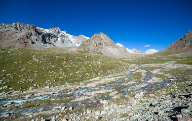 Fototapete - Landscape of mountain river in Tien Shan