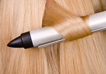 Curler and blond hair in the hairdresser saloon.