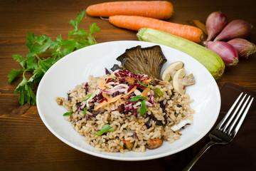 Risotto con funghi,zucchine,gamberetti e radicchio