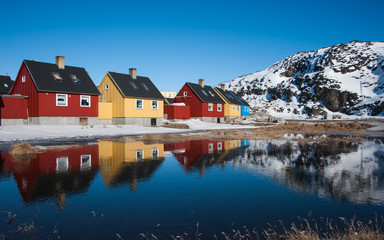 Stores à enrouleur Pôle Colorful houses in Greenland