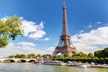 Eiffel tower in Paris, France. Panorama of Seine River in summer. Fototapete
