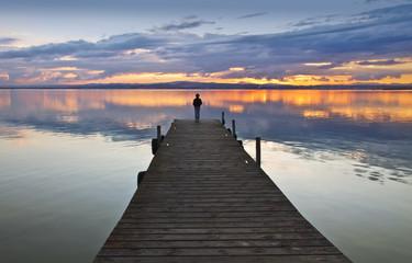 el niño que miraba el horizonte ,