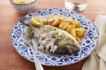 Fried gilt head bream with potatoes