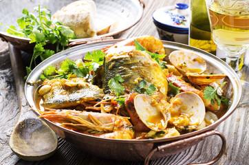 cataplana mit Fisch und Meeresfrüchte