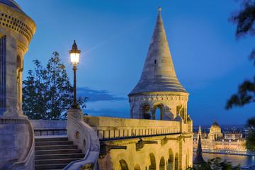 Budapest Fischerbastei beleuchtet