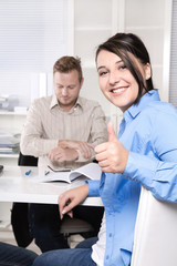 Personen im Büro - Arbeitskollegen