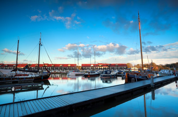 Fototapete - yachts and boats at marine Reitdiephaven before sunset