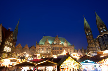 Wall Mural - City Hall and Christmas market in Bremen by night