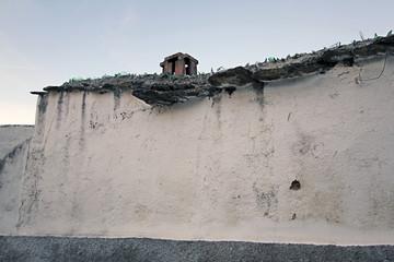 Wall Mural - Tapia con cristales, Santiago del Campo, Cáceres, España