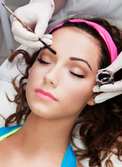 Eyebrows tinting treatment with natural henna dye