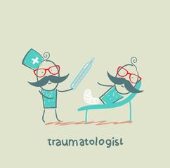 traumatologist working