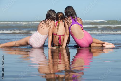 photo of girls on the beach № 18689