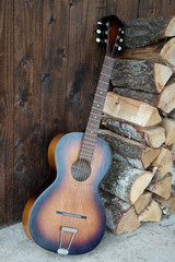 Gitarre mit Holz