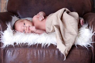 Neugeborenes Im Sessel