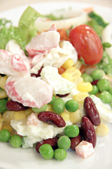 Spoed Foto op Canvas Voorgerecht Tunny salad with mixed vegetables.