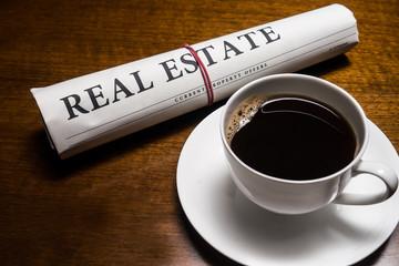 real estate zeitung, kaffee, schreibtisch