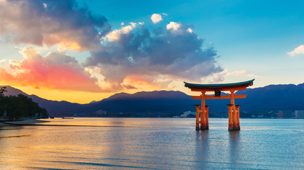Photo sur Plexiglas Japon Great floating gate (O-Torii) in Miyajima