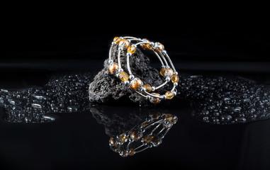 Gioiello bracciale con ambra e oro