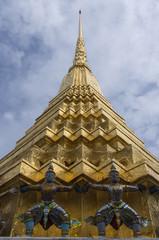Bangkok: telamons