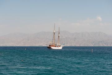Яхта в Красном море