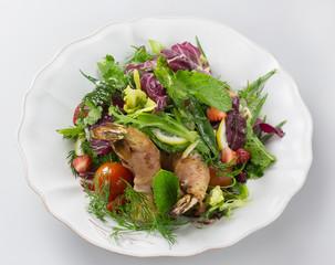 Салат из тигровых креветок в бекон