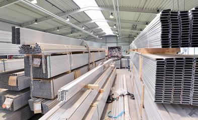 Lagerung von Aluprofilen im Stahlbau