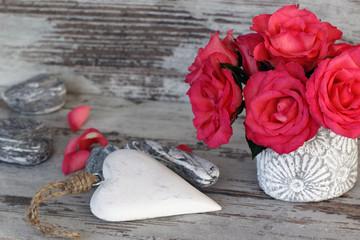 Herz mit Rosenstrauß