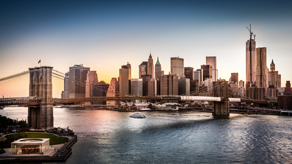 Fototapete - Brooklyn Bridge and the Lower Manhattan at sunset in NY City
