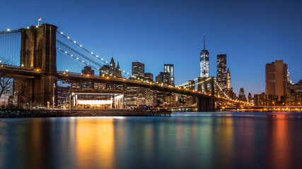 Fototapete - Brooklyn Bridge at dusk