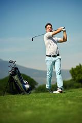 approach shot golf man
