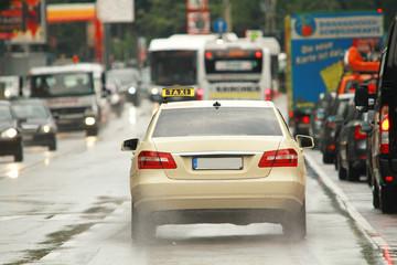 Taxi auf Busspur