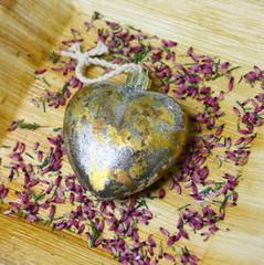 """cœur doré et argenté,""""st valentin"""" fleurs séchées"""