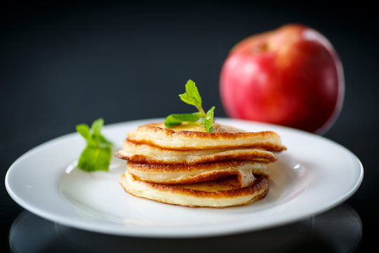 fried fritters with apples