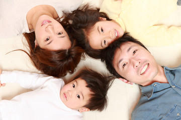 日本人の四人家族