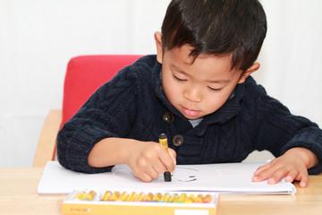 お絵かきする幼児(4歳児)