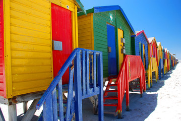 Spoed Fotobehang Zuid Afrika Brightly colorful beach cabins in Muizenberg. South Africa