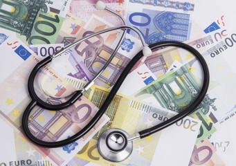 Euroscheine und Stethoskop
