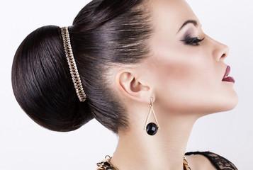 Papiers peints Salon de coiffure portrait of beautiful girl with retro hairstyle