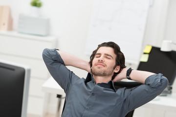 kurze ruhepause im büro