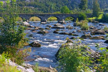 Fotomurales - Egersund, Fluss mit Bogenbruecke