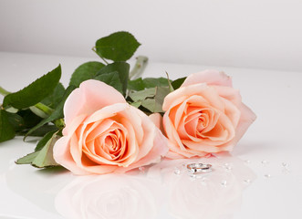 Beautiful diamond ring with pink roses