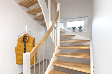 Holztreppe in der Wohnung