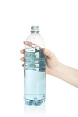 Frau hält Wasserflasche