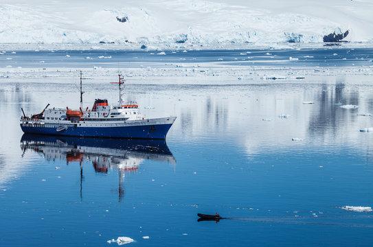 antarctica ship