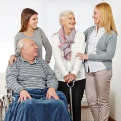 Wall Mural - Familie mit zwei Senioren zu Hause