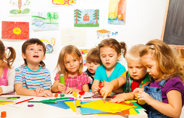 Group of 6 kids on creative class