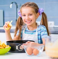 little girl is preparing an apple pie