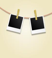 Polaroids an Wäscheleine