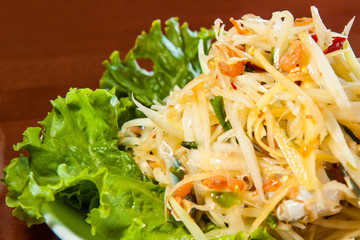 Spicy Thai papaya salad