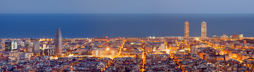 Photo sur Aluminium Barcelone Barcelona skyline panorama at the Blue Hour